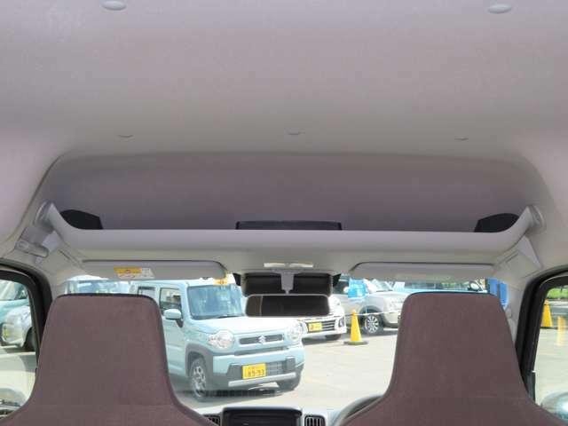 フロント席頭上にはオーバーヘッドシェルフ装備!A4ファイル 薄型のBOXティッシュも収納できる便利なスペースです♪