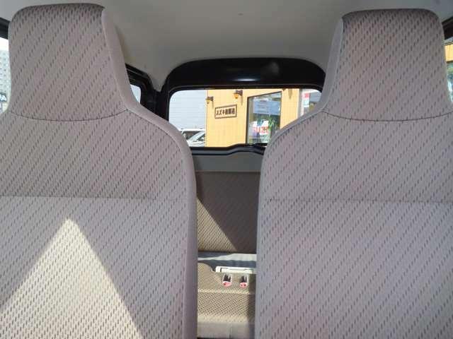セミバケット形状のフロントシートはタイトなコーナリングでもしっかりと体をホールド!
