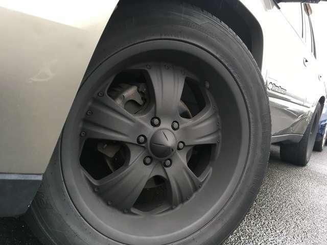 リフトも完備しております!オイル交換・タイヤ交換などお気軽にお立ち寄り下さい!