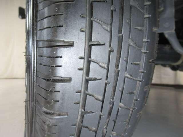 ☆装着タイヤ☆タイヤ溝もしっかりあるので安心して運転できます!