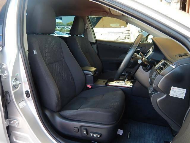 【運転席・助手席側】座り心地の良いセパレートタイプの運転席・助手席です♪運転席は着座位置の細やかな調整ができるパワーシートです♪