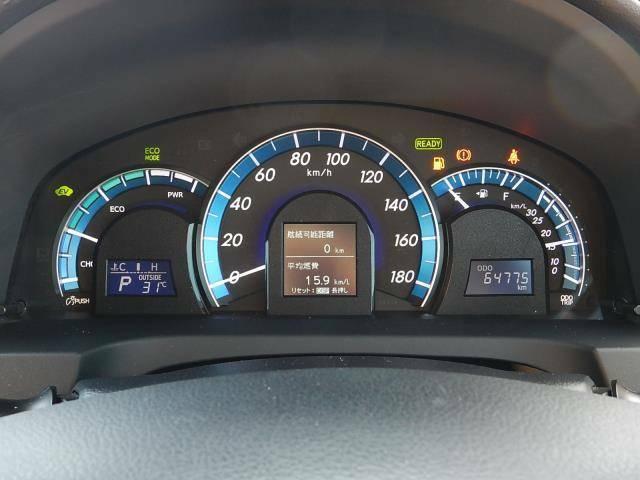 【メーターパネル部】現在の走行距離は約64,780kmです。モーターとエンジンで走るハイブリッド車は長寿命♪まだまだ元気な車ですよ♪