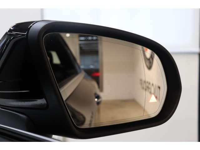 リアバンパーに搭載されたセンサーが死角に入った車輌を検知しドアミラーに警告を促すブラインドスポット搭載!PRE-SAFEなど最先端の安全支援装置が充実したレーダーセーフティパッケージです!!