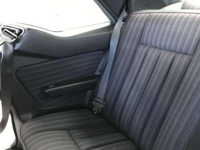電動シートベルトフィーダーも運転席助手席側とも正常可動です。