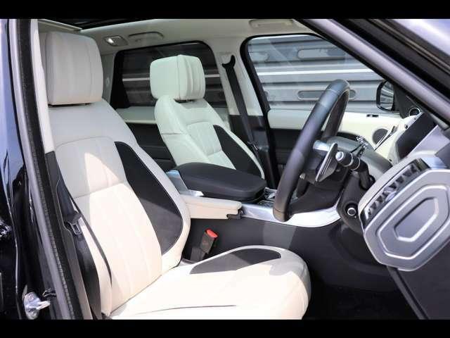 ドライバー視点で設計したフロントシートには、直感的な操作が可能な多彩な機能を装備。すっきりとしたデザインのコンソールにはスポーツシフトセレクターを、ステアリングホイールにはパドルシフトを備えています。