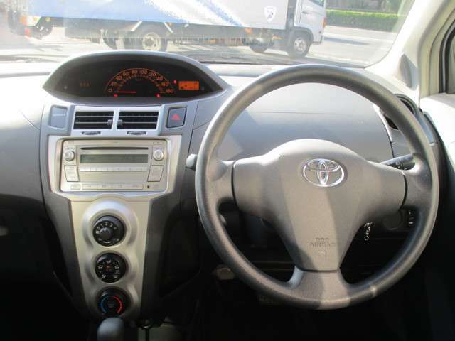 運転席周りはすっきりとして視界が広いのでとても運転し易いです!!