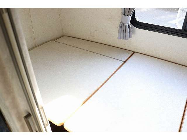 マルチルーム内パネルを展開頂ければ子供用ベッドとしてお使いいただけます。175×90