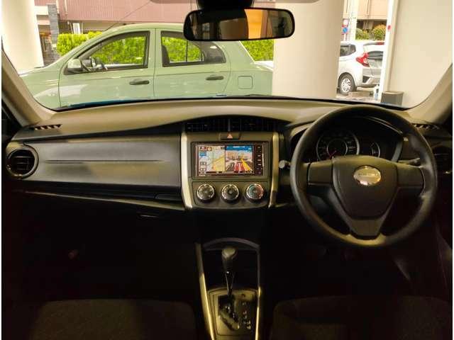 インテリアはシンプルに纏められ、車内には落ち着いた空間が広がっています。