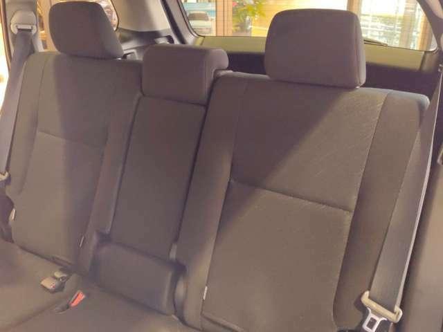 後部座席もゆったりとしていて、お子様がいくつになっても窮屈に感じることはありません!