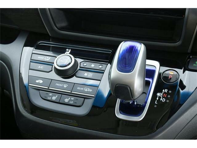 上級モデルなら、エアコンもプラズマクラスター搭載のオートエアコンにグレードアップ◎フロントシートにはシートヒーターも搭載です!!