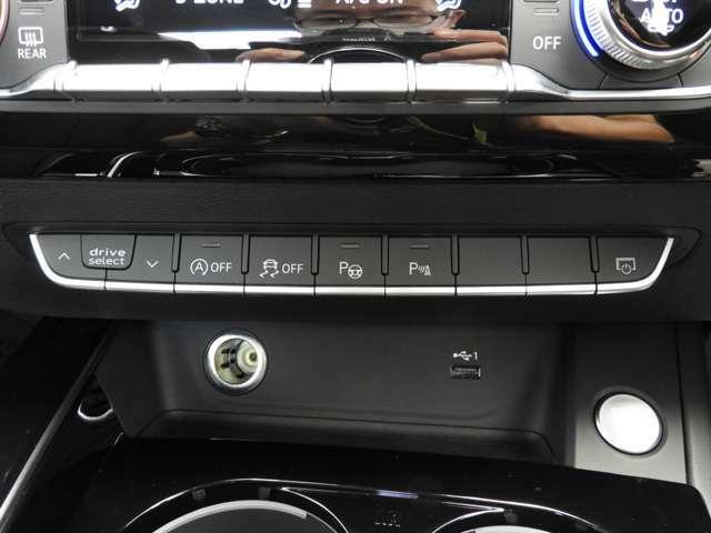 ☆パークアシスト:超音波センサーを使用し、クルマを停める最適な間隔を検知して道沿いの適切な駐車スペースを探し、出入りの際に自動でステアリング操作うを行いドライバーをアシストします☆