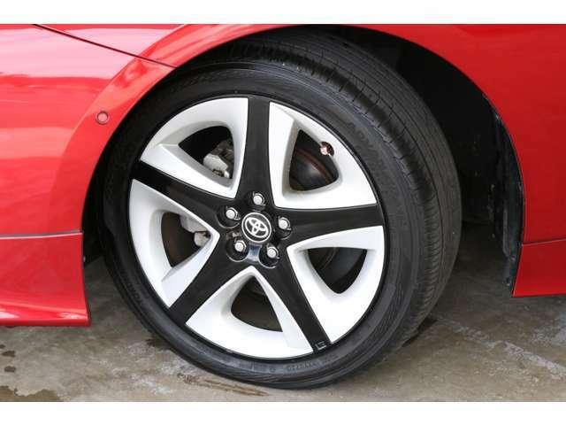 タイヤはなんとヨコハマのアドバンdB V552です!静粛性と乗り心地がよく、しかもどのような状況でもグリップ性能に優れるという死角のないプレミアムタイヤ。これはラッキーです。
