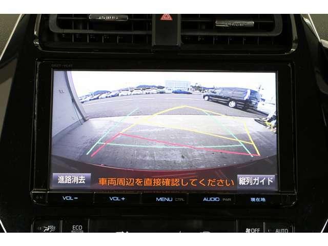 バックカメラもあるので安心ですね。ハンドル操作に連動してガイドラインも動いてくれるので更に便利で安心です。