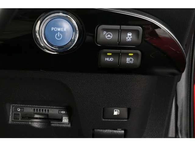S-VSC、オートマチックハイビームなどの先進安全装備もございます。エンジンスタートボタンがハンドル右側に装着されるようになったのは嬉しいです!ビルトインETCも装備されていますよ。