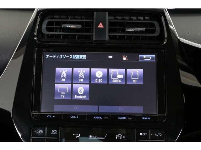 大きな画面、9インチの純正ナビ。オーディオソースはフルセグTV、DVD再生、音楽録音、Bluetooth、ミュージックサーバーなど。 拡張オプションでHDMIやUSB端子にも対応できます。