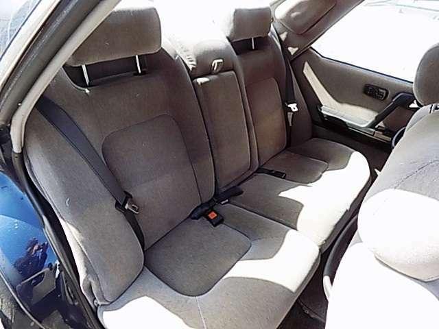後部座席もそれなりにクリーニング施工済で清潔&クリーンです。 京阪自動車:TEL072-862-2100
