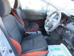 専用インテリア&シート♪ シートコンディションもよく、オレンジカラーが珍しい仕様となっております♪