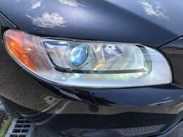 ヘッドライトはディスチャージです!白い光で明るく照らします!