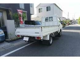 人件費や固定費を削減することで、中古車を安く提供しております。場所は大野城のハンズマンさんの近くです。どんな車でも下取りさせて頂きますのでご来店お待ちしております。