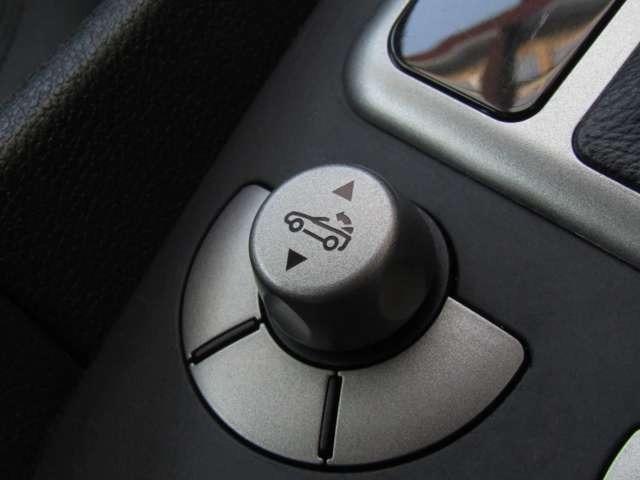 電動オープンなので、ボタン1つでルーフを開閉する事が可能で、とても便利です♪