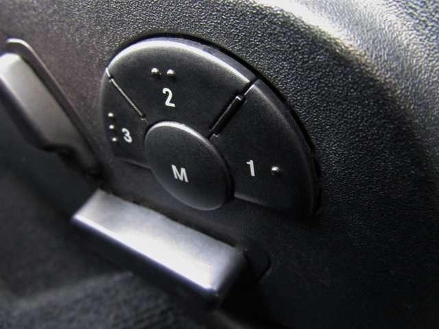電動パワーシートなので、シート調整も楽々です!また、メモリー付きシートなので自分好みのシート位置をメモリーしておく事ができて便利です♪