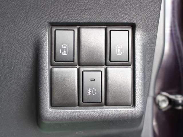 運転席からも操作可能なパワースライドドア!挟み込み防止もあり小さなお子様にも安心★隣のお車を気にすることなく開閉可能なのもうれしいところですね!