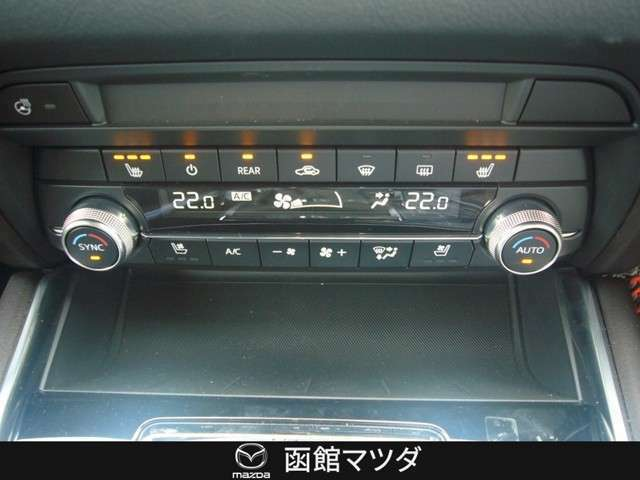 シートヒーター ステアリングヒーター までも装備しています。もちろんフルオートのデュアルモードエアコンです。