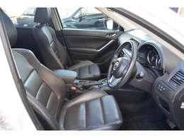 運転席パワーシート&シートヒーター機能完備。