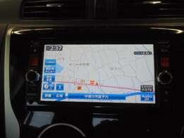 日産純正メモリーナビ(MC314D-W)装備、3D交差点拡大や事故多発地点表示などナビ機能の向上と、USB接続・DVD再生等の音楽機能も充実。