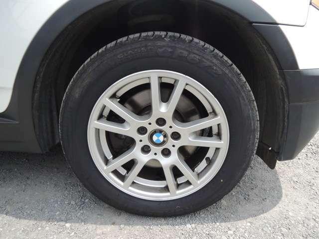 うれしい純正アルミ!傷少なくグッドですよ!タイヤはランフラットではなく通常タイヤでの交換になります!