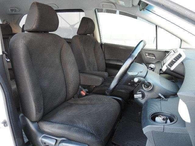 充分な広さを確保した、快適な前席!