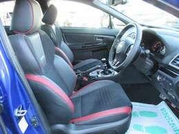 専用インテリア&スポーツシート♪ ブラックXレッドの配色がとてもカッコよく人気があります♪