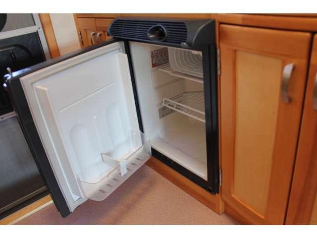 冷蔵庫装備!40リッターDC冷蔵庫となります♪