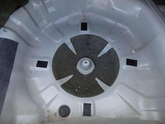 GC8は古い車ですので雨漏りでスペアタイヤハウスがグズグズに腐ってしまっている個体がほとんどです!こちらの固体は非常に良い状態を保っております。