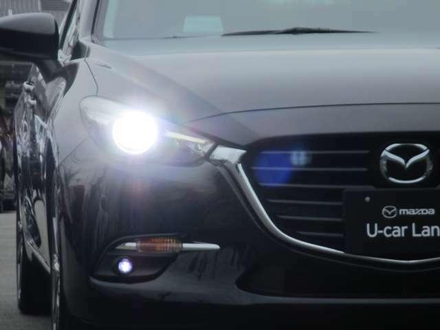 アダプティブLEDヘッドライト カメラや車速センサーと連動して、ハイ、ロー、ワイドローのLEDライトを常に最適な配光に自動制御する優れものです!