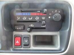 車内の空調はコレにお任せ!温度設定や風量などスイッチで調節可能です!
