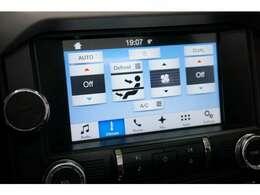 最新の技術が詰め込まれたカープレイを装備!タッチパネルで操作が楽々可能でございます!