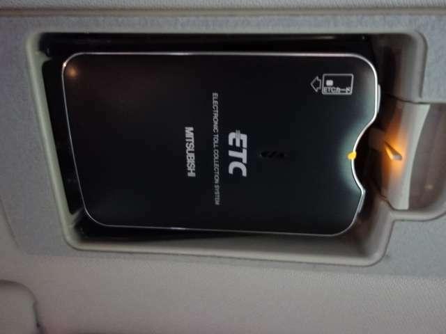 内外装装備では Fエアロリップ  大型ウイング ブラック18AW HDDナビ 地デジTV HID CD スマートキー ETC装備されてます。