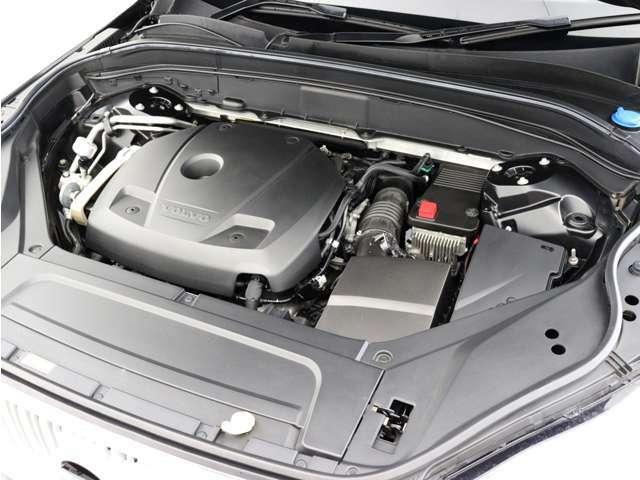 スーパーチャージャーとターボチャージャーの両方を採用した、高出力を誇る直噴ガソリンエンジンを搭載。