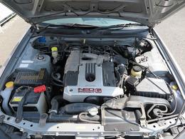 メーカーカタログ引用型式RB20DE出力155ps(114kW)/6400rpm トルク19.0kg・m(186.3N・m)/4400rpm 種類水冷直列6気筒DOHC24バルブ 総排気量1998cc