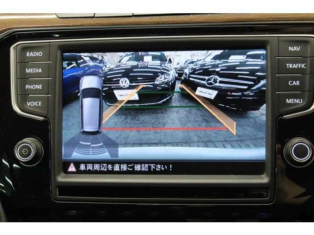 バックカメラの映像です。 後退時はガイドラインも表示され、安全に後退駐車が可能。 障害物ソナーの反応状況もこちらの画面でも確認頂けます。