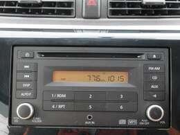 【純正オーディオ】CD再生&AM・FMラジオが聞けます♪AUXで音楽プレイヤー接続可能!純正CDプレーヤーなので、内装と統一感があって見た目もかっこいいですね!
