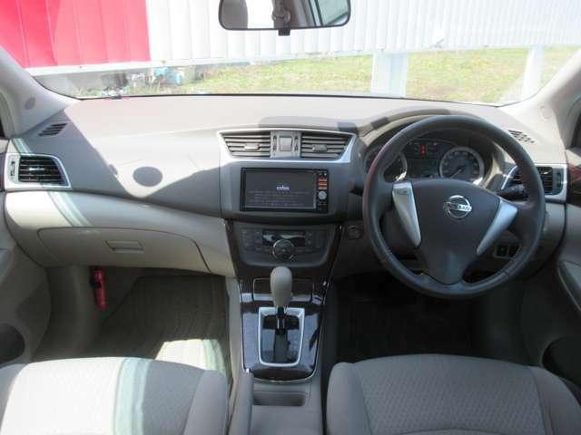 運転席周りです。内装は綺麗な状態で展示しております。もっと詳しく見てみたい方はぜひご来店ください。