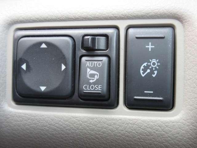 運転席周辺にも便利なスイッチもございます。