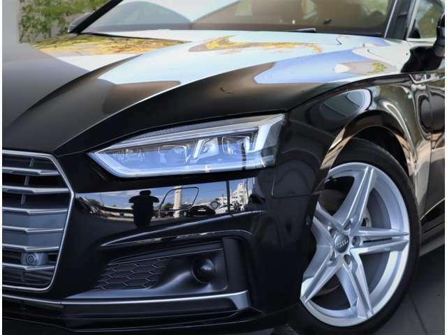 ●マトリクスLEDヘッドライト。エンジン始動時に特有の演出があり、カメラで前方を監視し、対向車や先行車を発見すると部分的にハイビームの光軸を消灯する機能です。