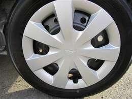 純正スチールホイール&ホイールキャップ!タイヤサイズは155/65R14です