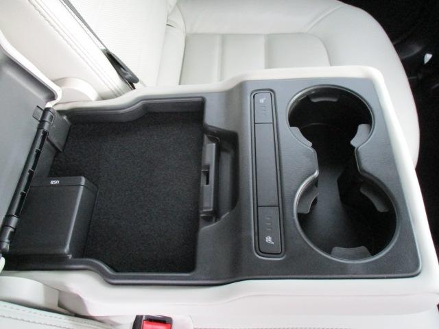 ■後席にもシートヒーター付いております。同乗者も快適です♪