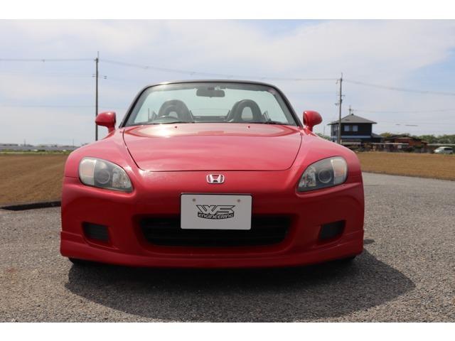 室内保管車両なので、赤色S2000にしては、色あせもなく、いい状態の個体です