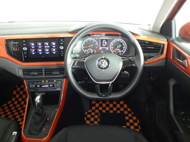 シンプルなデザインで各操作スイッチなども使いやすい場所に設置されています。ボディカラーと同じオレンジのパネルがおしゃれ★