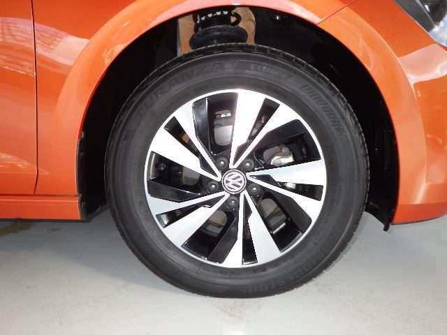 アルミホイール★タイヤ全体の荷重が軽くなることで、加速性能と減速性能が向上し、よりキビキビとした走りが可能となります。